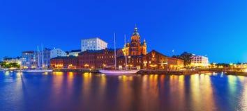 Nattpanorama av Helsingfors, Finland Royaltyfri Foto
