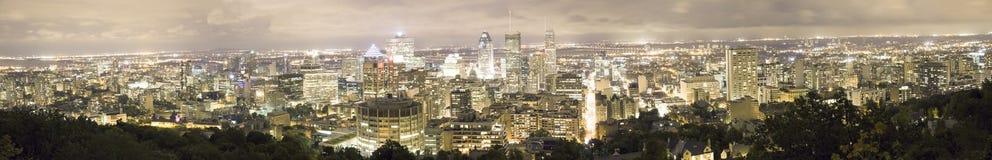 Nattpanorama av Montreal från Mont Royal, Quebec, Kanada Fotografering för Bildbyråer