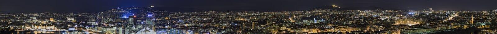 Nattpanorama av Oslo Royaltyfria Bilder