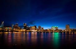 Nattpanorama av Portland fotografering för bildbyråer
