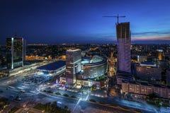 Nattpanorama av Warsaw Arkivbild