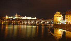 nattpanorama prague Royaltyfria Bilder