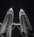nattpetronas torn kopplar samman Royaltyfria Bilder
