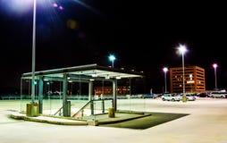 Nattplats överst av ett parkeringsgarage i Columbia, Maryland Arkivfoton