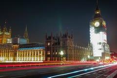 Nattplats av Big Ben och hus av parlamentet i London arkivfoto