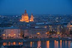 Nattplats av den Budapest staden Arkivbilder