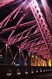 Nattplats av den färgglade Waibaidu bron Royaltyfri Foto