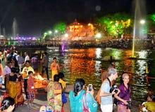 Nattplats av flodkshipraen under den stora kumbhmelaen 2016, Ujjain Indien för simhasth Royaltyfri Bild