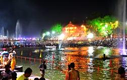Nattplats av flodkshipraen under den stora kumbhmelaen 2016, Ujjain Indien för simhasth Arkivbild