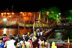 Nattplats av flodkshipraen under den stora kumbhmelaen 2016, Ujjain Indien för simhasth Royaltyfria Bilder