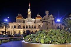 Nattplats av Ho Chi Minh City Hall.  Vietnam Royaltyfri Foto