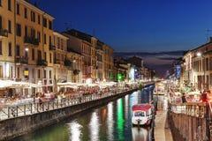 Nattplats av Naviglioen som är stor i Milan, Italien Royaltyfri Bild