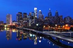 Nattplats av staden av Philadelphia horisont Arkivbilder