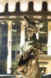 Nattplats av statyn på den nationella teatern av Budapest Arkivfoto