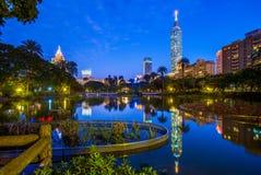 Nattplats av Taipei med Taipei 101 Royaltyfri Foto