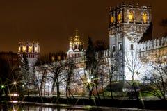 Nattplats, den Novodevichy kloster i Moskva Royaltyfria Foton