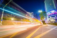 Nattplats för stads- trafik Royaltyfri Fotografi