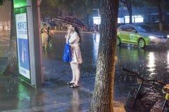 Nattplats, hällregn, stads- stad fotografering för bildbyråer