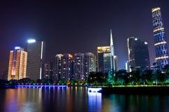 Nattplats i guangzhou Zhujiang den nya townen Royaltyfria Bilder