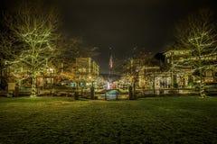 Nattplats med julljus royaltyfri bild