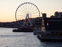 Nattplatsen i stranden parkerar med Ferris Wheel Arkivfoto