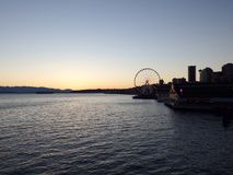 Nattplatsen i stranden parkerar med Ferris Wheel Arkivbild