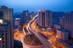 Nattplatser av den moderna staden Arkivbilder