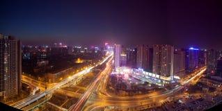 Nattplatser av den moderna staden Arkivbild