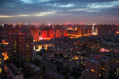 Nattplatser av den moderna staden Royaltyfria Foton