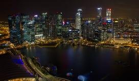 Nattplatser av Singapore horisont Royaltyfri Bild