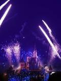 Nattshow av Disneyland i Hong Kong arkivbilder