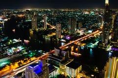 Nattsikt över den Bangkok staden, Thailand Arkivfoton