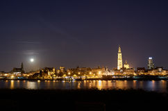 Nattsikt över stad av Antwerp Fotografering för Bildbyråer