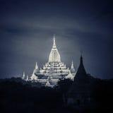 Nattsikt av Ananda Pagoda Buddistiska tempel på Bagan Kingdom, Myanmar (Burman) Arkivbilder