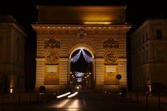 Nattsikt av Arcet de Triomphe i Montpellier, Frankrike Royaltyfri Fotografi