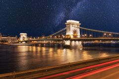 Nattsikt av Budapest, Szechenyi för Chain bro lanchid, Ungern, Europa royaltyfria foton