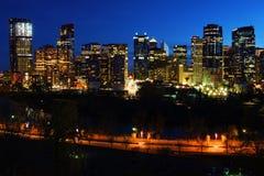Nattsikt av Calgary Royaltyfria Bilder