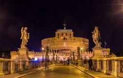 Nattsikt av Castel Sant ' Angelo i Rome, Italien Fotografering för Bildbyråer