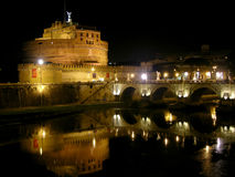 Nattsikt av Castel Sant ' Angelo, Rome Fotografering för Bildbyråer