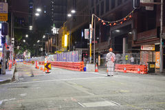 Nattsikt av CBD och sydostlig ljus stångkonstruktion längs George Street Royaltyfria Foton
