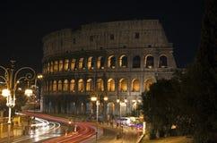 Nattsikt av Colosseoen i Rome Royaltyfri Bild