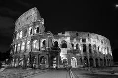 Nattsikt av colosseumen i Rome Fotografering för Bildbyråer