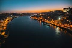 Nattsikt av den Douro floden från Dom Luis som jag överbryggar, Porto Fotografering för Bildbyråer