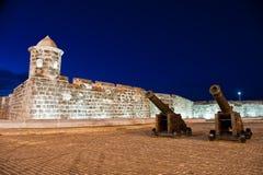 Nattsikt av den gamla spanska fästningen Fotografering för Bildbyråer