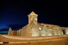Nattsikt av den gamla spanska fästningen Arkivbilder