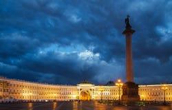 Nattsikt av den Kazan domkyrkan Arkivfoton