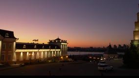 Nattsikt av den Kazan Kreml Tatarstan Ryssland Låst skott lager videofilmer