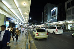 Nattsikt av den Kyoto gatan Royaltyfria Bilder