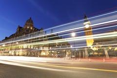 Nattsikt av den London parlamentfyrkanten, stora Ben Present Arkivbild