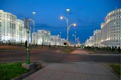 Nattsikt av den nya boulevarden. Fotografering för Bildbyråer